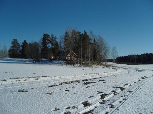 på vintern - Huset på långt håll.