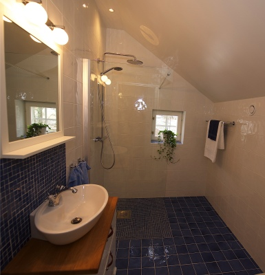 bath room - One of five bathrooms