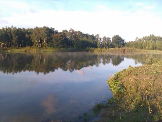 på sommaren - Den intilliggande sjön är utmärkt för bad och fiske.
