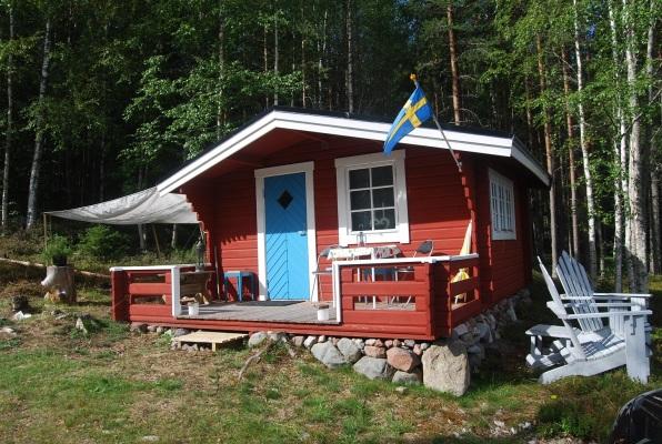 På sommaren - Lilla stugans södergavel.