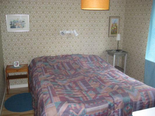 Sovrum - sovrum 1 med dubbelsäng + babysäng