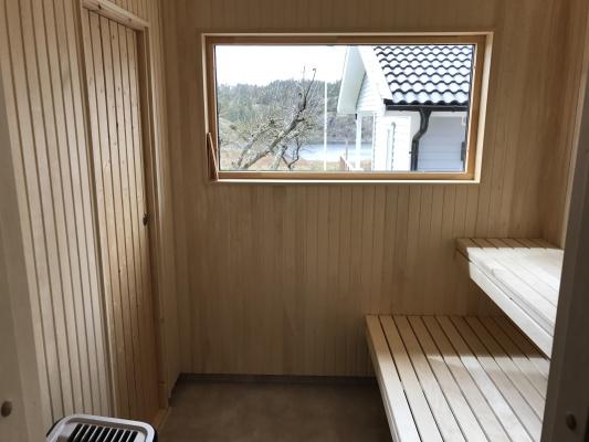 asset.ADDITIONAL_HOUSES - Rymlig ljus bastu med tillhörande dusch och badrum