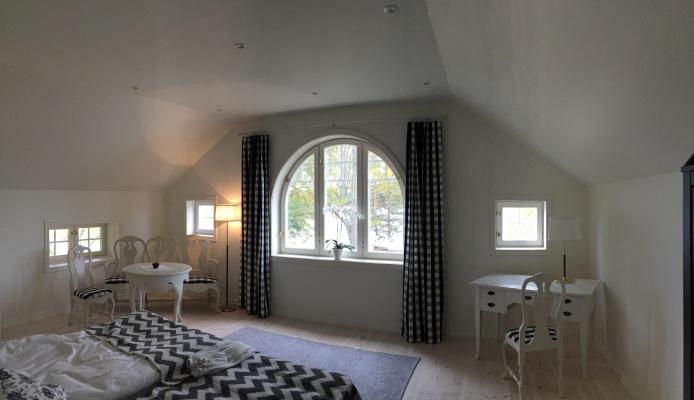 sleeping room - Master bedroom with bathroom ensuite
