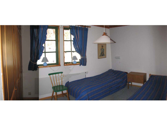 sleeping room - bedroom with single beds