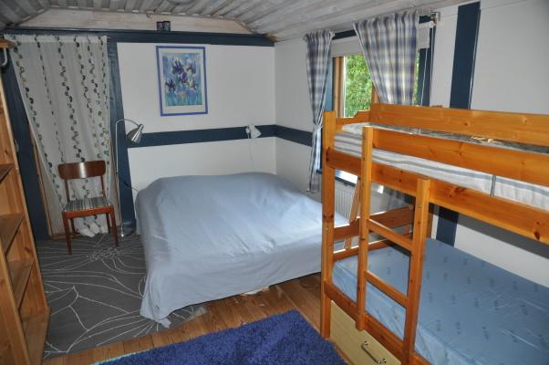 Sovrum - Sovrum med dubbelsäng och våningssäng