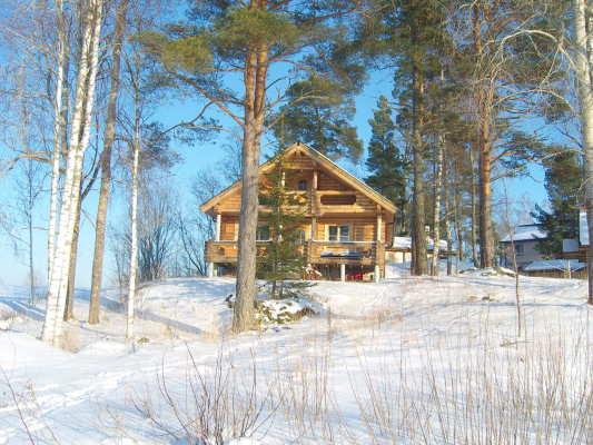 På vintern - Öppna landskap och fina friluftsvägar. Inte sällan vilda djur inpå knuten.