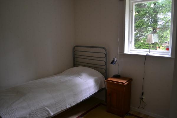 Sovrum - Sovrum med en bädd och garderob