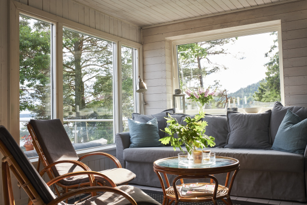 Living room - Living room with an exceptional view of the Mjörn lake and the bed sofa