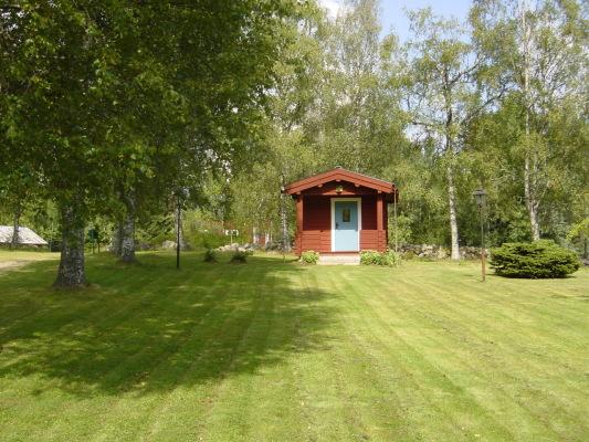 asset.ADDITIONAL_HOUSES - Gäststugan med gräsmatta