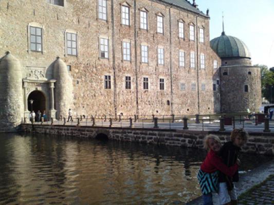 på sommaren - Kulturstaden Vadstena ligger nära och vid Vättern