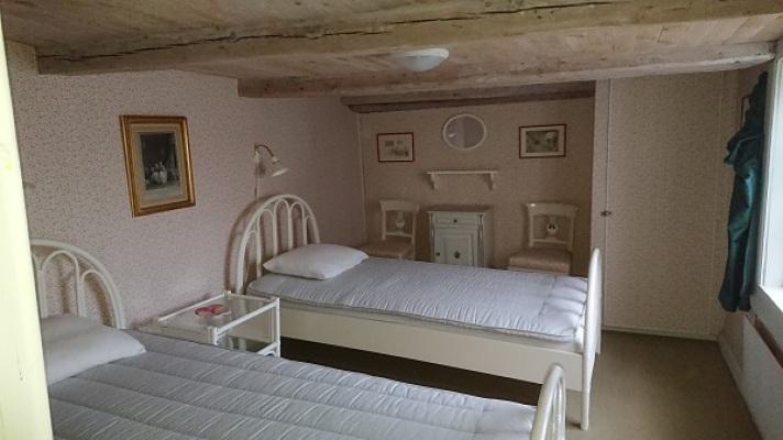 Sovrum - Sovrum på övre våningen med två 90 cm sängar.
