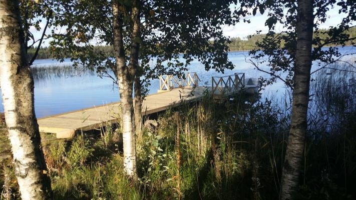på sommaren - Sjö vid huset med båt( hyrbar )