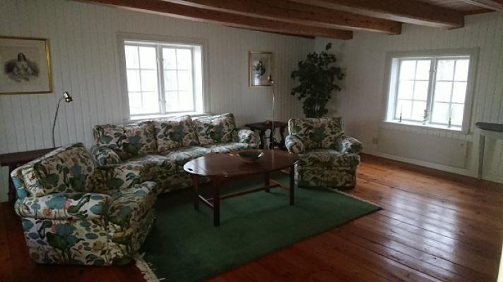 Interiör - vardagsrum/sällskapsrum på övre våningen.