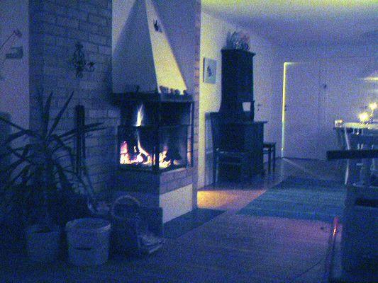 Vardagsrum - Vardagsrummet är L-formad och är en fortsättning på matsalen. Den har en öppen spis