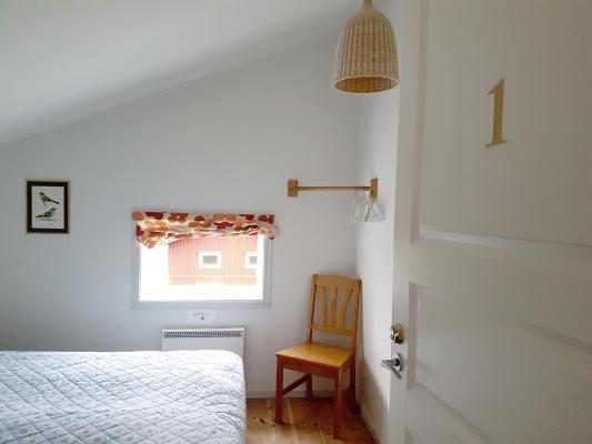 Sovrum - Sovrum 1 med två sängar som kan placeras ihop eller isär.