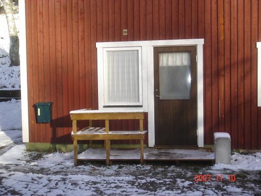 Badrum - Tvärs över gården finns dusch och vedeldad bastu