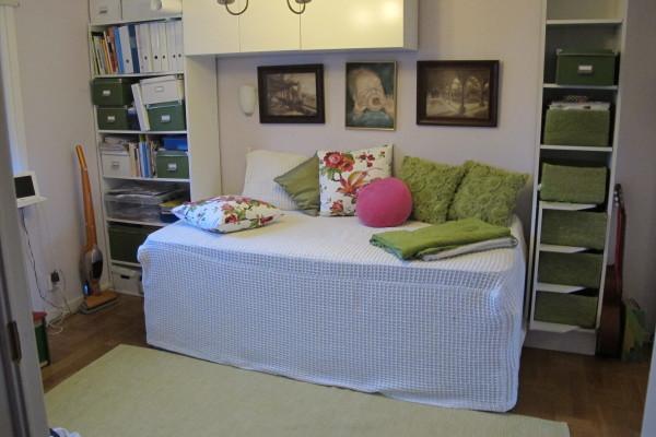 Sovrum - Sovrum entréplan med enkelsäng som lätt kan bli en dubbelsäng.