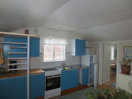 Kök - Köksdel med ingång till sovrum