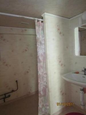 Badrum - dusch och handfat