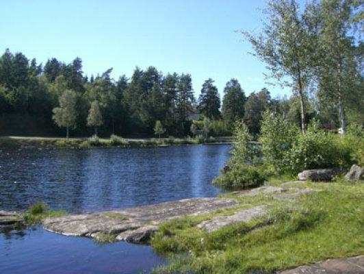 på sommaren - närbelägen sjö