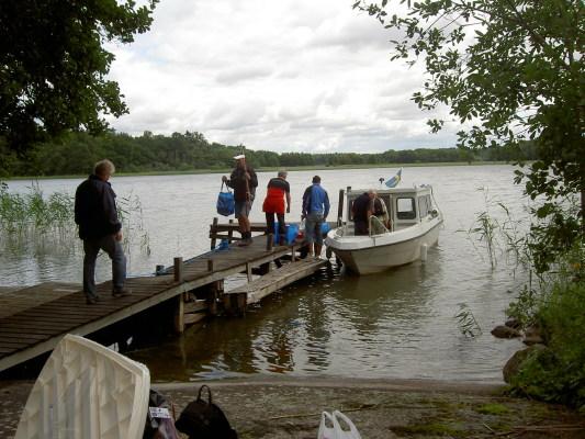 Utomhus - Bad och båtbryggan nedför huset
