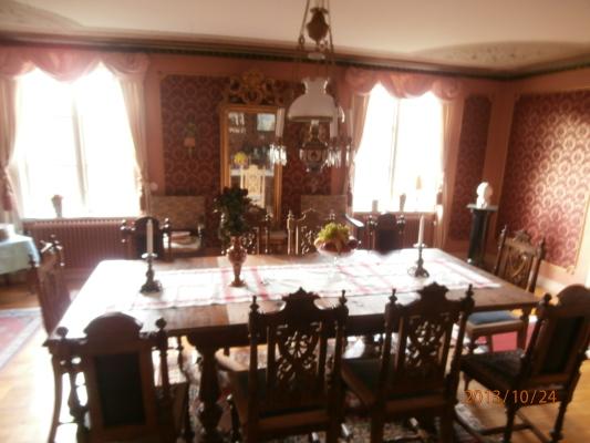 Vardagsrum - matsal för tio personer med möbler i nyrenäsans