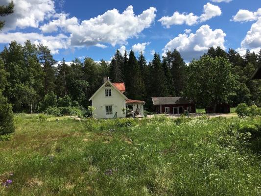 På sommaren - Huset från sidan / House from side