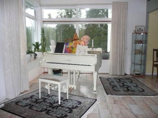 Interiör - piano/del av allrum