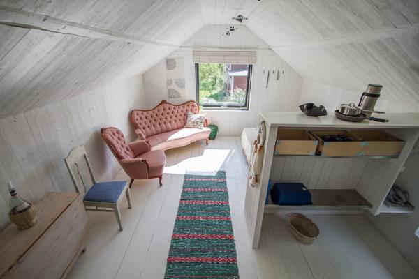 Vardagsrum - I bildens högra del syns köksdelen.