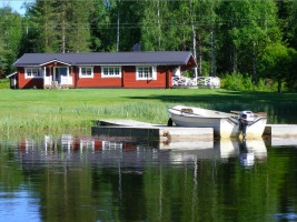 Holiday houses with boat