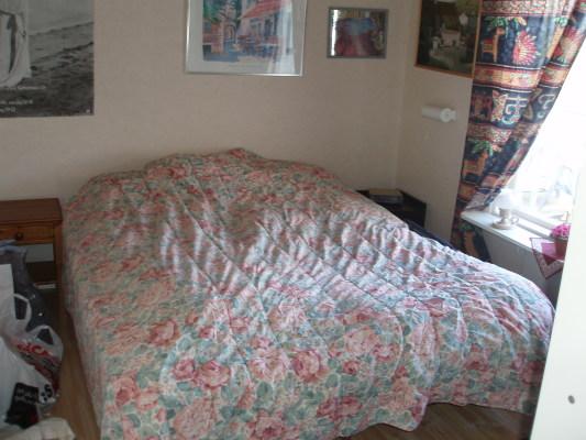 Sovrum - Dubbelsäng i det lilla sovrummet.