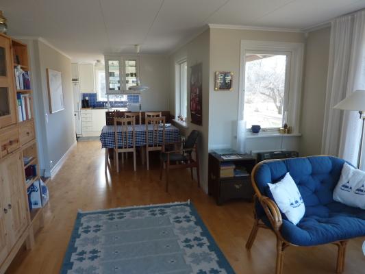 Vardagsrum - Allrum med öppen planlösning ihop med matsalsdel och kök.