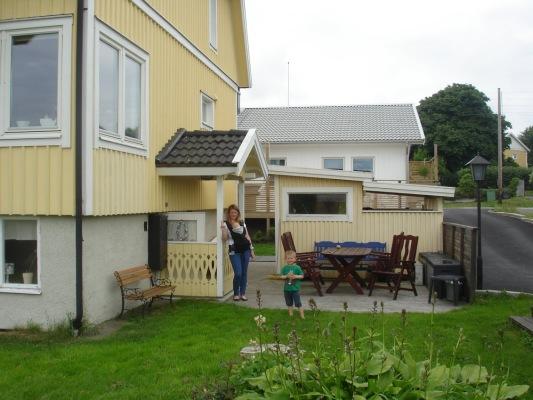 Terrass - Egen ingång och uteplats med trädgårdsmöbel