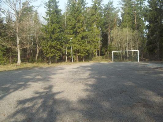 Utomhus - Liten fotbollsplan strax intill huset