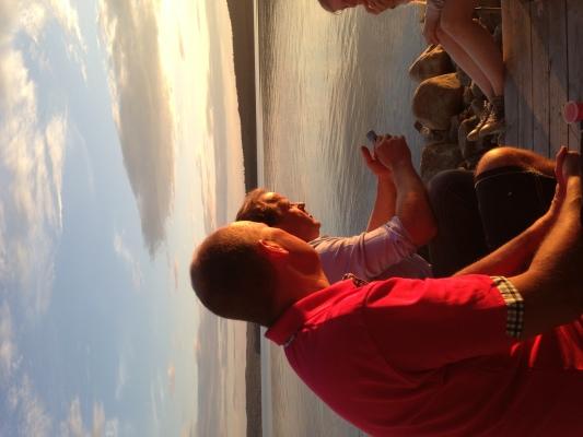på sommaren - Solnedgång på bryggan