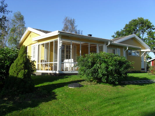 På sommaren - Hus med inglasat uterum