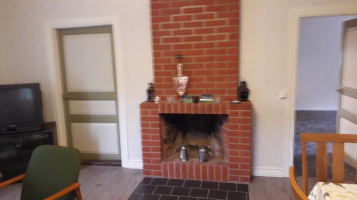Vardagsrum - Nyrenoverat vardagsrum med öppen spis.