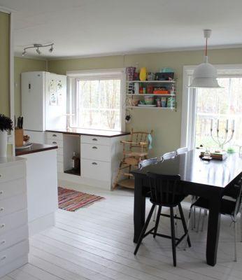 Interiör - Vy från vardagsrummet mot köket.
