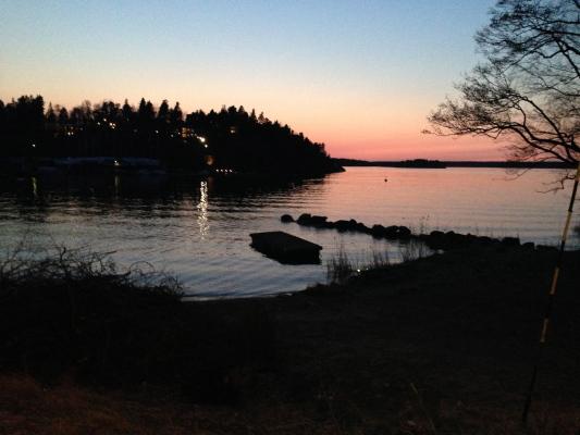 på sommaren - Solnedgång från viken nedanför huset.