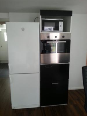 Kök - ugn, mikrovågsugn, kyl och frys