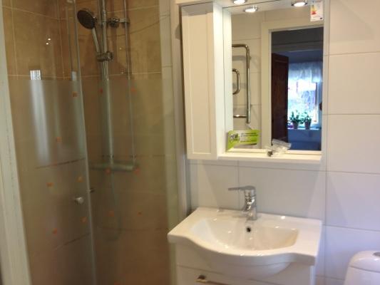 Badrum - Ny renoverat badrum med takdusch, golvvärme och tvättmaskin