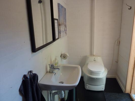Badrum - Vask och toalett