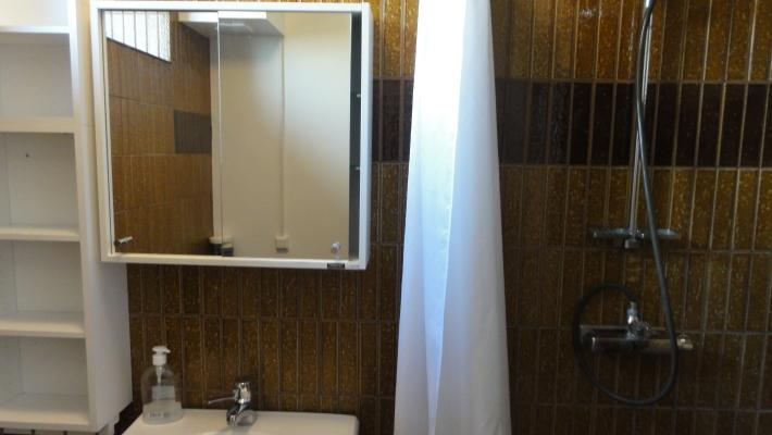 Badrum - dusch med förhänge