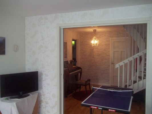 Interiör - Nederplan med tre sovrum (på bilden med hopfällbart litet pingisbord till förfogande)