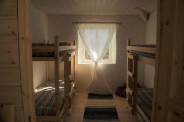 sleeping room - bedroom