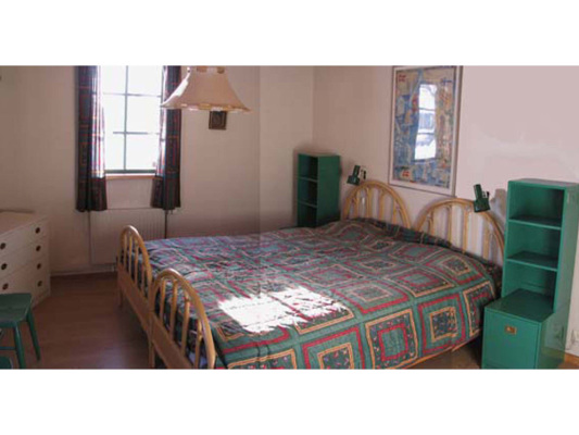 sleeping room - bedroom with double bed