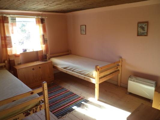 Sovrum - Betten kan man zu Etagenbett zusammenbauen