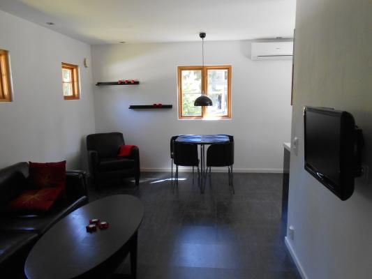 Vardagsrum - Allrum med matplats och tv-plats, tv med grundutbud.