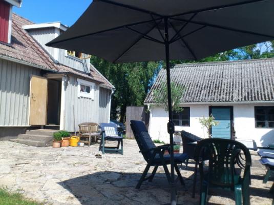 På sommaren - Huset från gårdssidan
