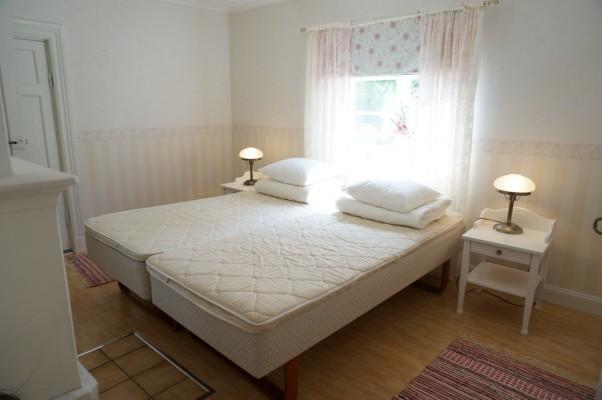 Sovrum - Sovrum med dubbelsäng 180 cm